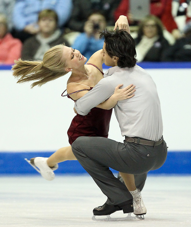 GJR458 -20111030- Mississauga, Ontario,Canada-  Kaitlyn Weaver  and  andrew Poje of Canada perform their free dance at Skate Canada International, in Mississauga, Ontario, October 30, 2011.<br /> AFP PHOTO/Geoff Robins
