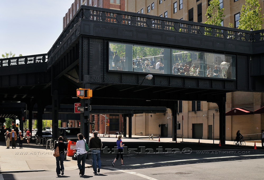 View from street to High Line Park