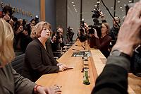 09 JAN 2001, BERLIN/GERMANY:<br /> Andrea Fischer, Bundesgesundheitsministerin a.D., gibt ihren Ruecktritt vom Amt der Bundesministerin vor der Bundespressekonferenz bekannt<br /> IMAGE: 20010109-01/01-09<br /> KEYWORDS: press conference, R&uuml;cktritt