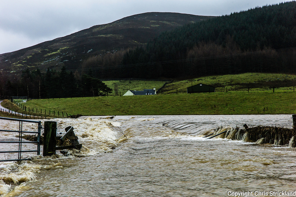 Peebles, Scottish Borders, UK. 30th December 2015. The upper River Tweed near Peebles has burst its banks as Storm Frank moves across the South of Scotland.