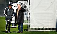 Dick Advocaat (R) en trainer Giovanni van Bronckhorst tijdens de training van Feyenoord.