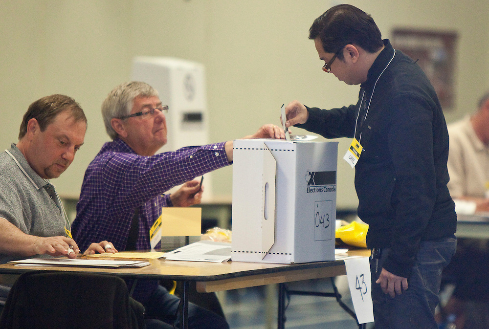 A voter casts his ballot in Canada's federal election at a polling station in Calgary, Alberta Monday May 2, 2011.<br /> AFP/GEOFF ROBINS/STR