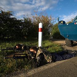 Exercice de pr&eacute;paration OPEX (POPEX) organis&eacute; par le Groupement Blind&eacute; de Gendarmerie Mobile au profit des escadrons de gendarmes stationn&eacute;s &agrave; Versailles-Satory.<br /> S&eacute;curisation en campagne d'un convoi de v&eacute;hicules blind&eacute;s (VBRG) avec bin&ocirc;mes observateur-tireur et patrouilles p&eacute;destres.<br /> septembre 2010 / Yvelines (78) / FRANCE<br /> Cliquez ci-dessous pour voir le reportage complet (60 photos) en acc&egrave;s r&eacute;serv&eacute;<br /> http://sandrachenugodefroy.photoshelter.com/gallery/2010-09-Preparation-OPEX-du-GBGM-Complet/G0000V7atVFFw.S8/C0000yuz5WpdBLSQ