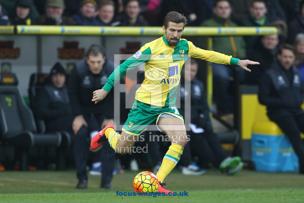 Gary O&rsquo;Neil of Norwich in action during the Barclays Premier League match at Carrow Road, Norwich<br /> Picture by Paul Chesterton/Focus Images Ltd +44 7904 640267<br /> 13/02/2016