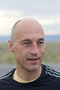 De 'flying scotsman' Greame Obree op de zesde en laatste racedag van de WHPSC. In Battle Mountain (Nevada) wordt ieder jaar de World Human Powered Speed Challenge gehouden. Tijdens deze wedstrijd wordt geprobeerd zo hard mogelijk te fietsen op pure menskracht. Ze halen snelheden tot 133 km/h. De deelnemers bestaan zowel uit teams van universiteiten als uit hobbyisten. Met de gestroomlijnde fietsen willen ze laten zien wat mogelijk is met menskracht. De speciale ligfietsen kunnen gezien worden als de Formule 1 van het fietsen. De kennis die wordt opgedaan wordt ook gebruikt om duurzaam vervoer verder te ontwikkelen.<br /> <br /> The sixth and last racing day of the WHPSC. In Battle Mountain (Nevada) each year the World Human Powered Speed ​​Challenge is held. During this race they try to ride on pure manpower as hard as possible. Speeds up to 133 km/h are reached. The participants consist of both teams from universities and from hobbyists. With the sleek bikes they want to show what is possible with human power. The special recumbent bicycles can be seen as the Formula 1 of the bicycle. The knowledge gained is also used to develop sustainable transport.