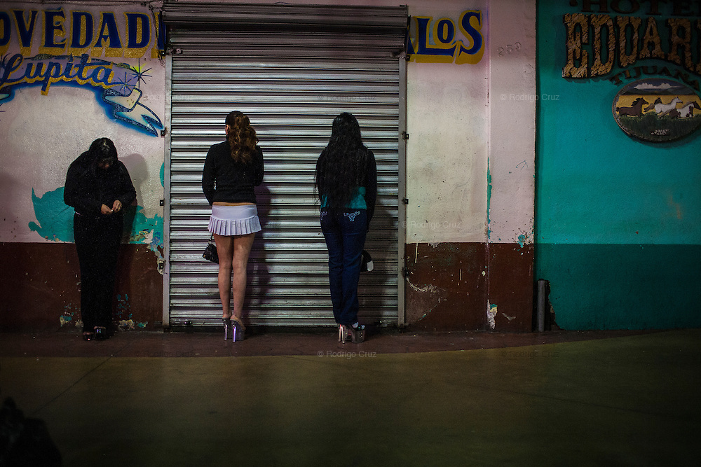 Prostitutes in the Tijuana streets, Mexico.<br /> Spanish: Prostitutas en las calles de Tijuana, Mexico.