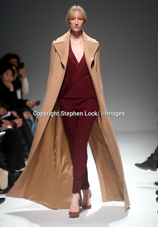 Martin Grant Ready to Wear Autumn/Winter 2011.  Photo by: Stephen Lock/i-Images