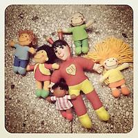 """""""Piñateria: mirar es gratis"""". Imágenes lo-fi (baja calidad) realizadas con el iPod Touch. Venezuela, 2011 (ivan gonzalez)"""