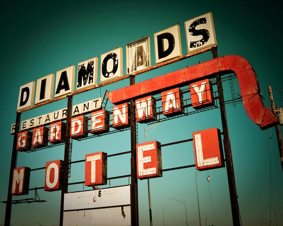 Diamonds Motel