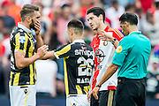 ROTTERDAM - Feyenoord - Vitesse , Voetbal , Seizoen 2015/2016 , Eredivisie , De Kuip , 23-08-2015 , Vitesse speler Guram Kashia (l) Vitesse speler Milot Rashica (2e l) en Speler van Feyenoord Jan-Arie van der Heijden (2e r) beklagen zich bij scheidsrechter Serdar Gozubuyuk (r)