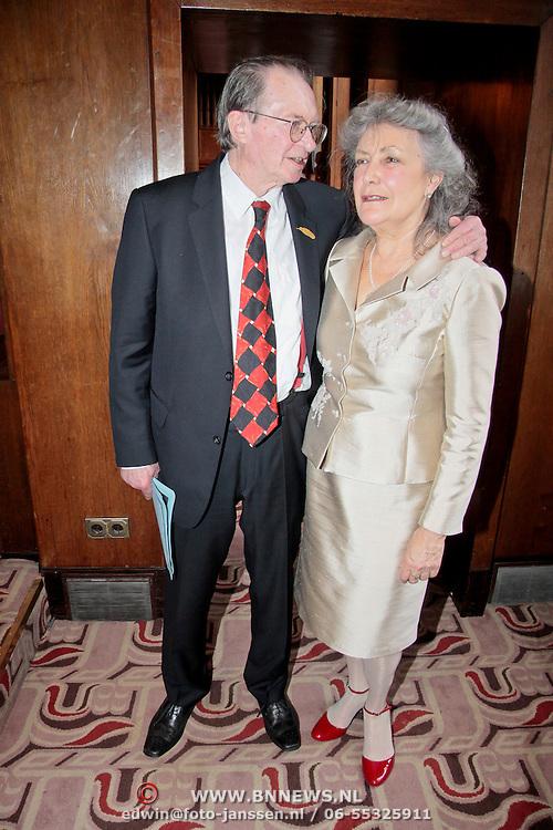 NLD/Amsterdam/20110407 - Uitreiking Gouden Ganzenveer 2011, Remco Campert en partner Deborah Wolf