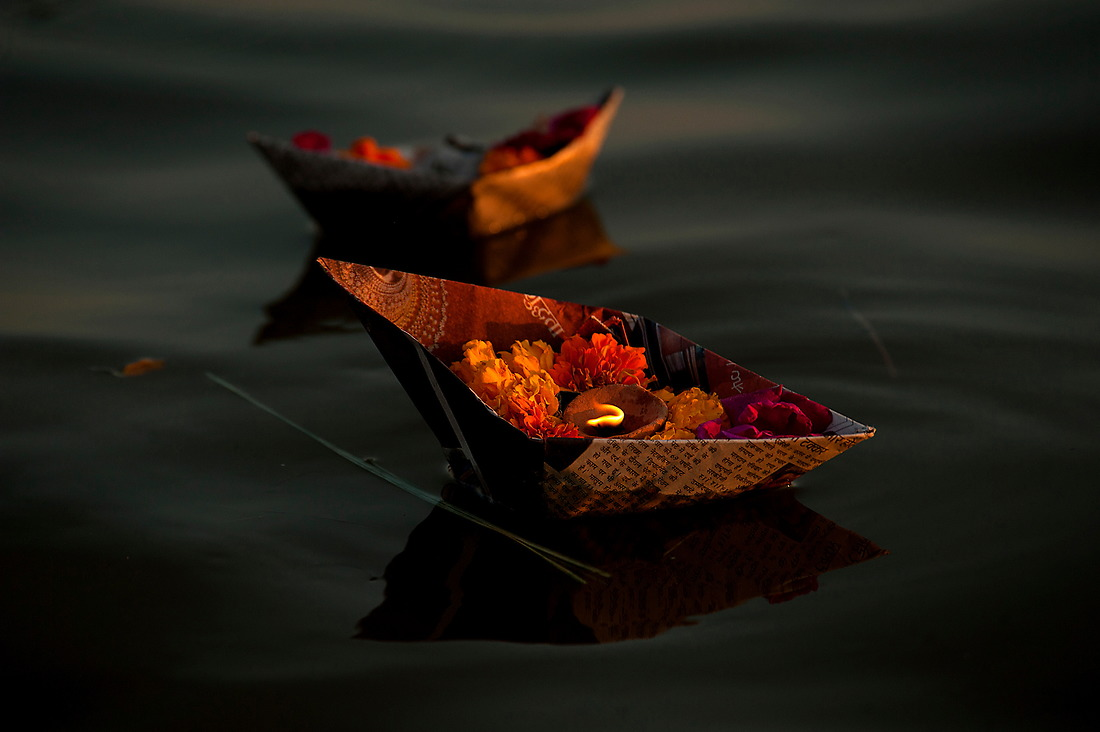 Flowers are offered to the river, paying homage to their ancestors and to their gods. — © Jeremy Lock/