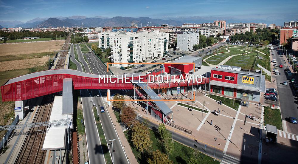 Grugliasco (TO)  nel quadro di lavori di riqualificazione di Borgata Paradiso nuova passerella ciclo- pedonale e  fermata ferroviaria  posta lungo la tratta internazionale Torino-Modane.