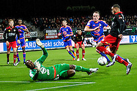 ROTTERDAM - SBV Excelsior - Feyenoord , Voetbal , Seizoen 2015/2016 , Eredivisie , Stadion Woudestein , 28-11-2015 , Excelsior speler Brandley Kuwas (r) schiet de bal over Keeper van Feyenoord Kenneth Vermeer (l) maar schiet naast