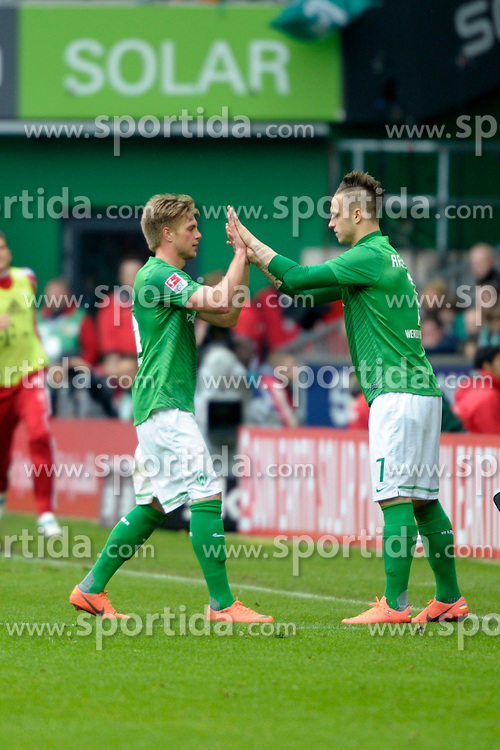 21.04.2012, Weserstadion, Bremen, GER, 1. FBL, SV Werder Bremen vs FC Bayern Muenchen, 32. Spieltag, im Bild Marko ARNAUTOVIC ( Werder Bremen ) rechts, kommt fuer Florian Trinks ( Werder Bremen ) links. // during the German Bundesliga Match, 32th Round between SV Werder Bremen and Fc Bayner Munich at the Weserstadium, Bremen, Germany on 2012/04/21. EXPA Pictures © 2012, PhotoCredit: EXPA/ Eibner/ Stefan Schmidbauer..***** ATTENTION - OUT OF GER *****