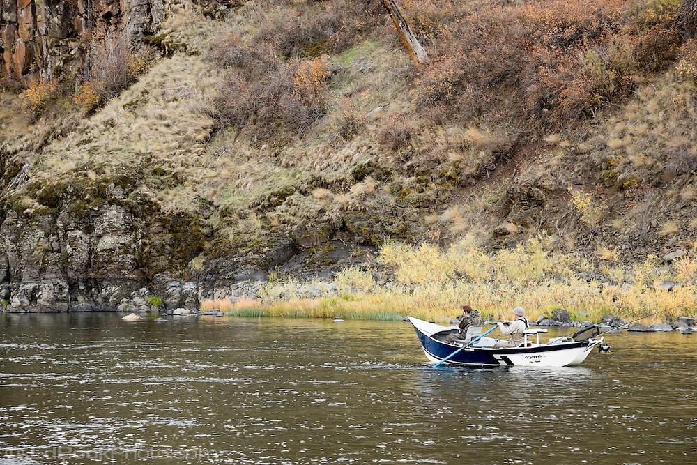 Steelhead fishing in a driftboat autumn grande ronde for Grand river fishing