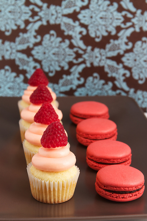Cupcakes and Macarons
