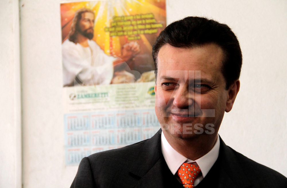 S&Atilde;O PAULO,SP,18 JUNHO 2012 - VISITORIA KASSAB E ALCKMIN MONOTRILHO<br /> O governador de S&atilde;o Paulo Geraldo Alckmim e o prefeito Gilberto Kassab vistoriaram na manh&atilde; de hoje as obras da esta&ccedil;&atilde;o Oratrio do monotrilho na zona leste. FOTO ALE VIANNA - BRAZIL PHOTO PRESS.