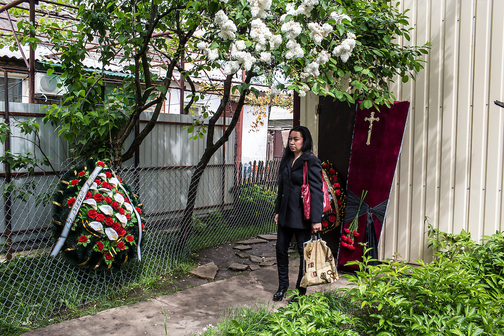 MARIUPOL, UKRAINE - MAY 12: A woman at the funeral of Alexey Vorobyov on May 12, 2014 in Mariupol, Ukraine. Vorobyov was a bystander when he was killed by a bullet during clashes at a local police station on May 9, with tensions heightened by the Victory Day holiday and a referendum on greater autonomy for the region arranged by pro-Russia activists. (Photo by Brendan Hoffman/Getty Images) *** Local Caption ***