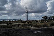 Il campo eolico dell'ENEL costruti a pochi metri dal recinto della Carbosulcis, il passato incontra il futuro