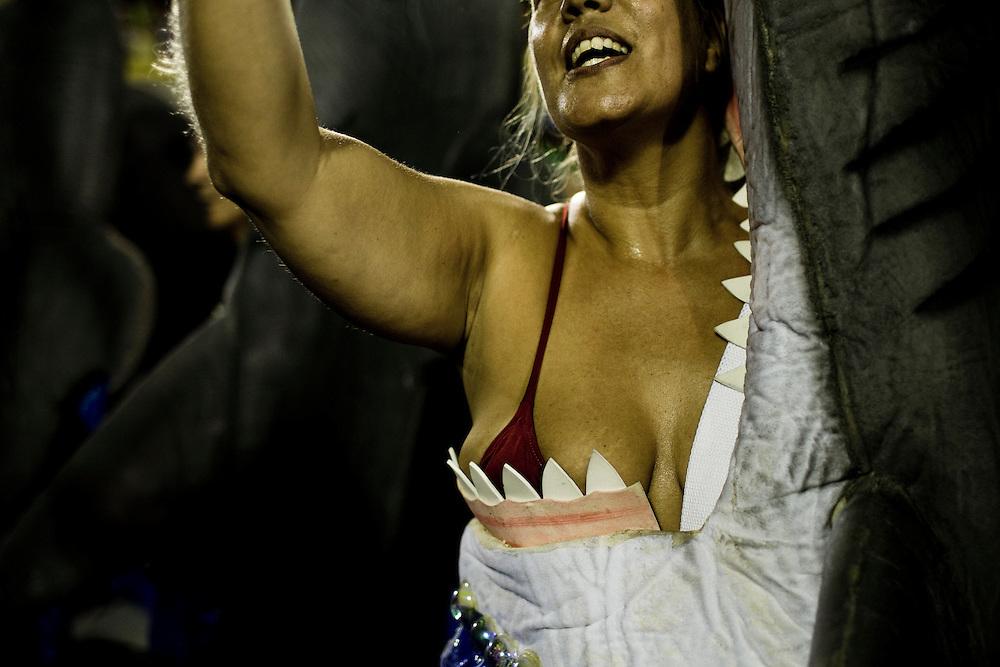 Rio de Janeiro, RJ, Brazil, 07/03/2011, 02h42:  Wearing a shark fantasy, a samba dancer sings in Rio de Janeiro's 2011 Carnival, at Marquês de Sapucaí avenue.  (photo: Caio Guatelli)