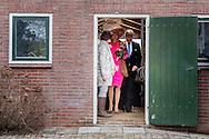 21-2-2017 - GOUDERAK , Aankomst van Koning Willem-Alexander en Koningin Maxima gastenboerderij de Appelgaard , tijdens het Streekbezoek van Koning Willem-Alexander en Koningin Maxima aan de Krimpenerwaard,<br /> dinsdag 21 februari 2017 COPYRIGHT ROBIN UTRECHT<br /> <br /> 21-2-2017 - GOUDERAK  Arrival of King Willem-Alexander and Queen Maxima guest farm the Appelgaard, during the Regional Visit streekbezoek  King Willem-Alexander and Queen Maxima of the Krimpenerwaard<br /> Tuesday, February 21, 2017 COPYRIGHT ROBIN UTRECHT