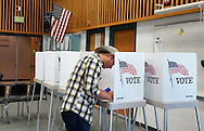 A man votes his ballot in the U.S. midterm elections at a polling place in Westminster, Colorado November 4, 2014.    REUTERS/Rick Wilking (UNITED STATES)