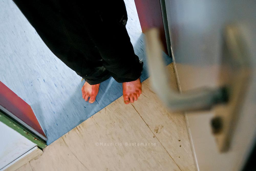 Hamburger Winternotprogramm für obdachlose Menschen. Jeden Winter stellt die Stadt Hamburg für obdachlose Menschen zusätzliche Schlafplätze in Wohncontainern und in der Wohnunterkunft Sportallee zur Verfügung. Die Übernachtung dort ist kostenlos