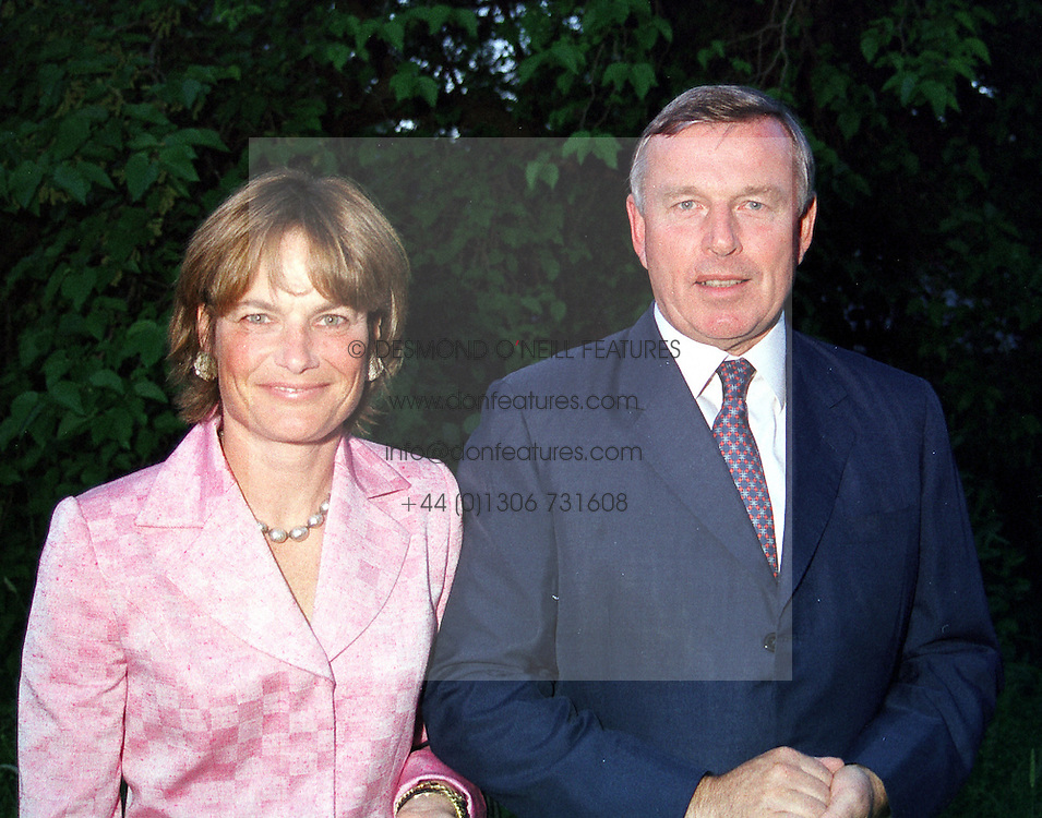 MR &amp; MRS SIMON KESWICK at a dinner in London <br /> on 22nd May 2000.OEK 61