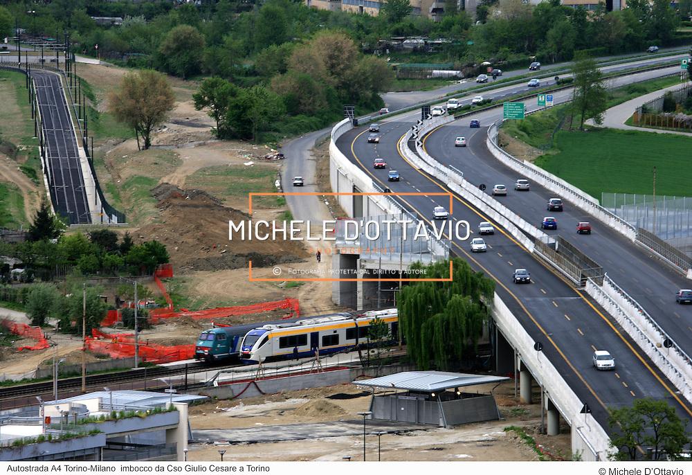Autostrada A4 Torino-Milano  imbocco da Cso Giulio Cesare a Torino. fotografia di  Michele D?Ottavio