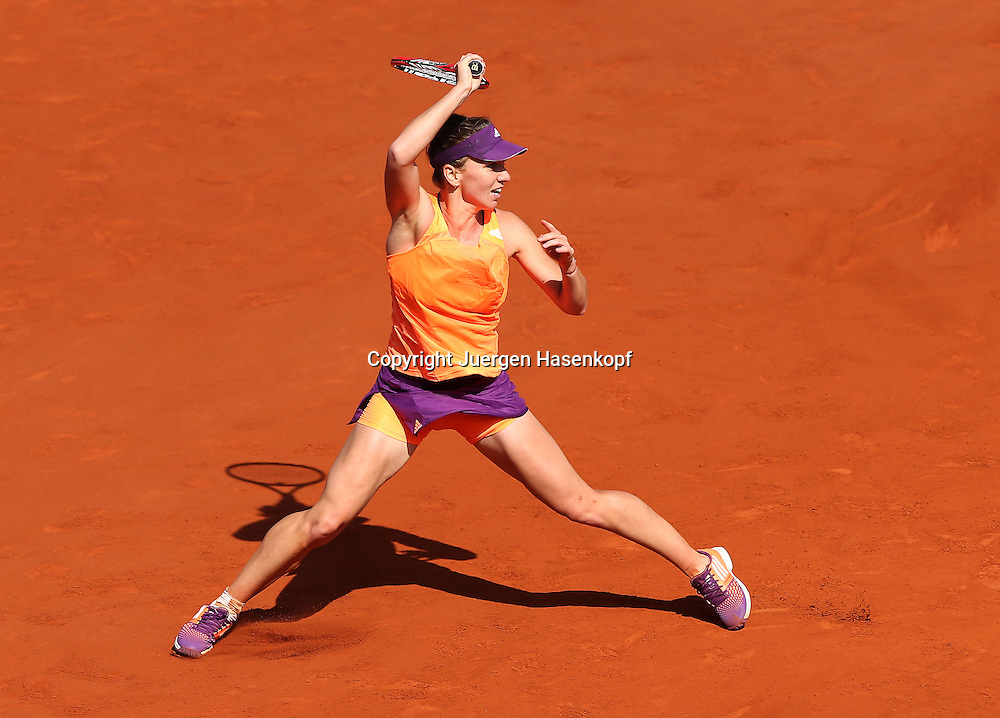 French Open 2014, Roland Garros,Paris,ITF Grand Slam Tennis Tournament,Damen Endspiel,<br /> Simona Halep (ROU),Aktion,Einzelbild,<br /> Ganzkoerper,Querformat,von oben