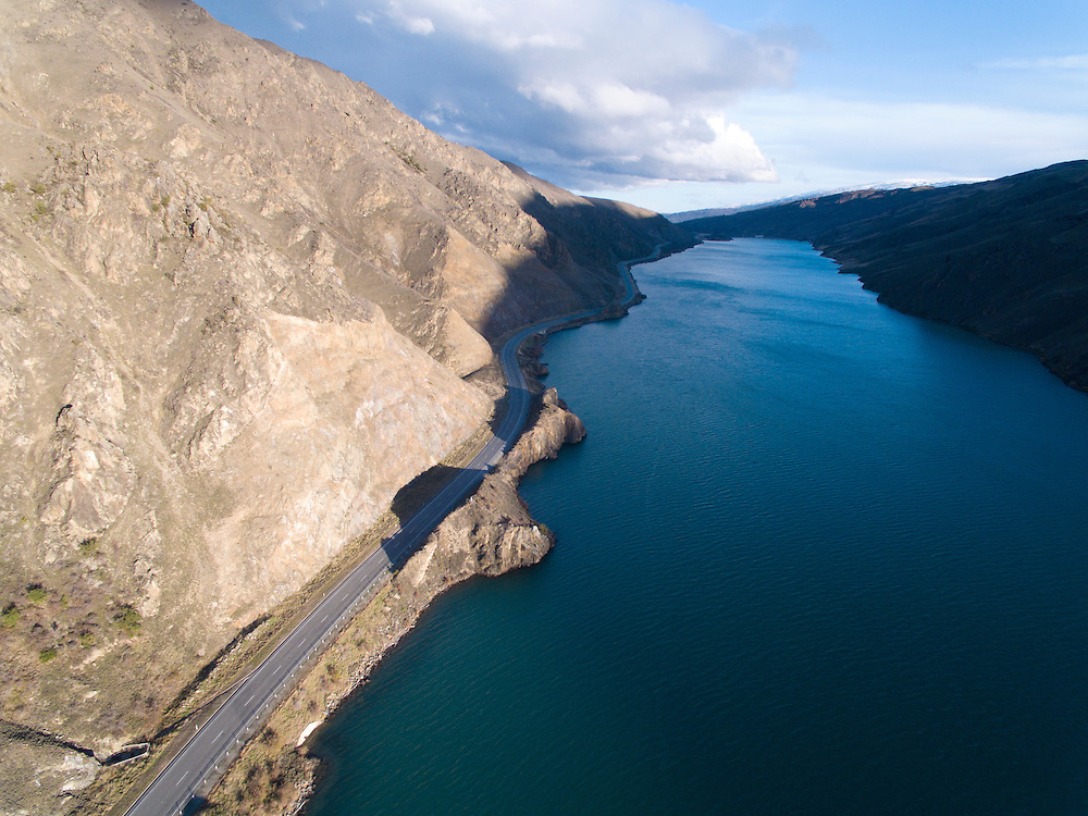Lake Dunstan and scenic highway, Central Otago