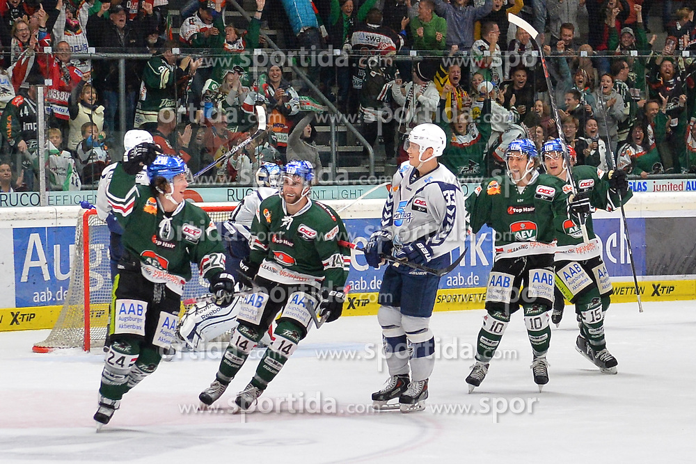 02.10.2015, Curt Frenzel Stadium, Augsburg, GER, DEL, Augsburger Panther vs Hamburg Freezers, 7. Runde, im Bild Torjubel T.J. Trevelyan #24 (Augsburger Panther), Ben Hanowski #14 (Augsburger Panther), Julian Jakobsen #33 (Hamburg Freezers), Jon Matsumoto #10 (Augsburger Panther), James Bettauer #15 (Augsburger Panther)<br /><br />AEV Augsburg Panther - Hamburg Freezers, DEL, Eishockey, Herren, Saison 2015 2016, 02.10.2015, Foto: Eibner // during the German DEL Icehockey League 7th round match between Augsburger Panther and Hamburg Freezers at the Curt Frenzel Stadium in Augsburg, Germany on 2015/10/02. EXPA Pictures &copy; 2015, PhotoCredit: EXPA/ Eibner-Pressefoto/ Hiermayer<br /> <br /> *****ATTENTION - OUT of GER*****