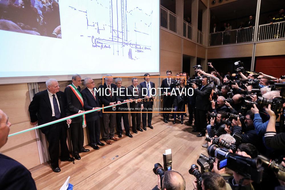 L'architetto Renzo Piano taglia il nastro in occasione della giornata di inaugurazione del Grattacielo di Intesa Sanpaolo, 10 aprile 2015 Torino.