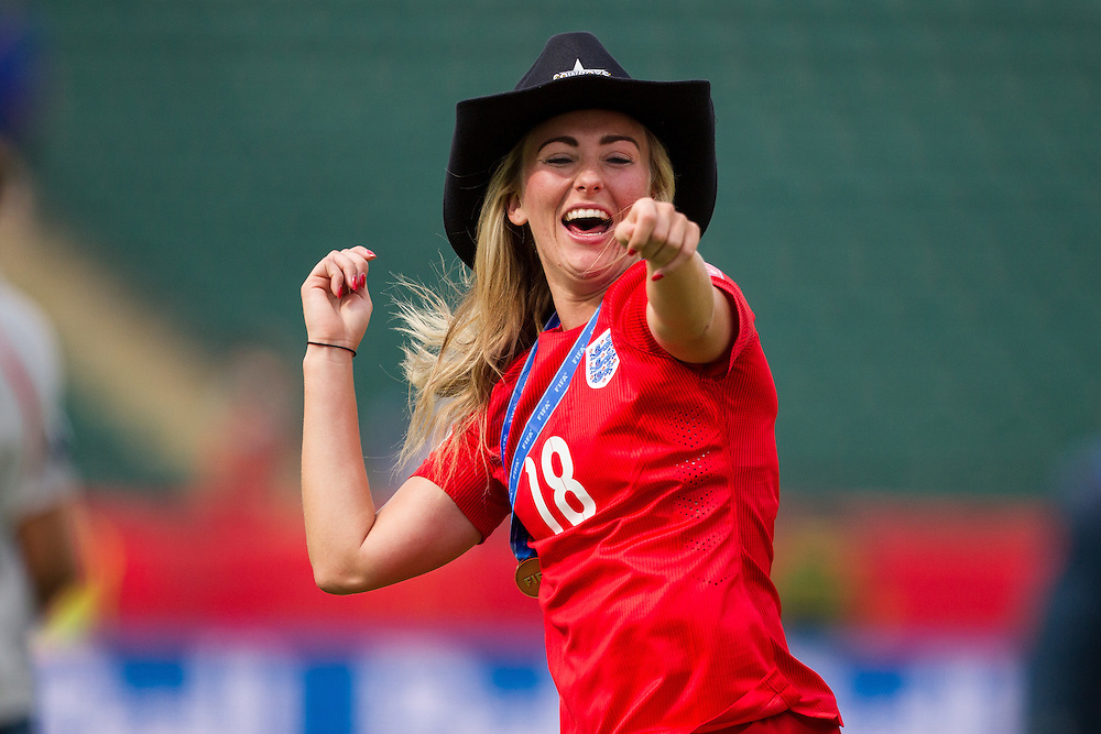 England's Toni Duggan celebrates the Lionesses 1-0 win over Germany in the bronze medal match against Germany at the FIFA Women's World Cup in Edmonton, Canada on July 4, 2015.  AFP PHOTO/GEOFF ROBINS
