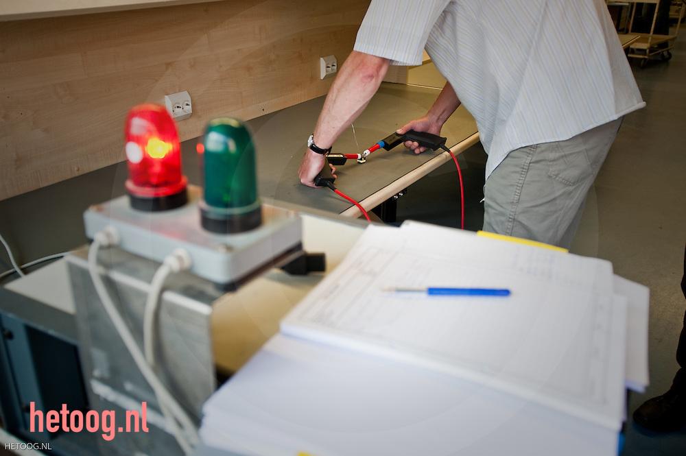 test werkzaamheden bij het bedrijf PBF in Almelo, een bedrijf dat power supplies maakt en ontwikkelt en.recent een belangrijke overname heeft gedaan in RoemeniÎ (en dus nog steeds.groeit)