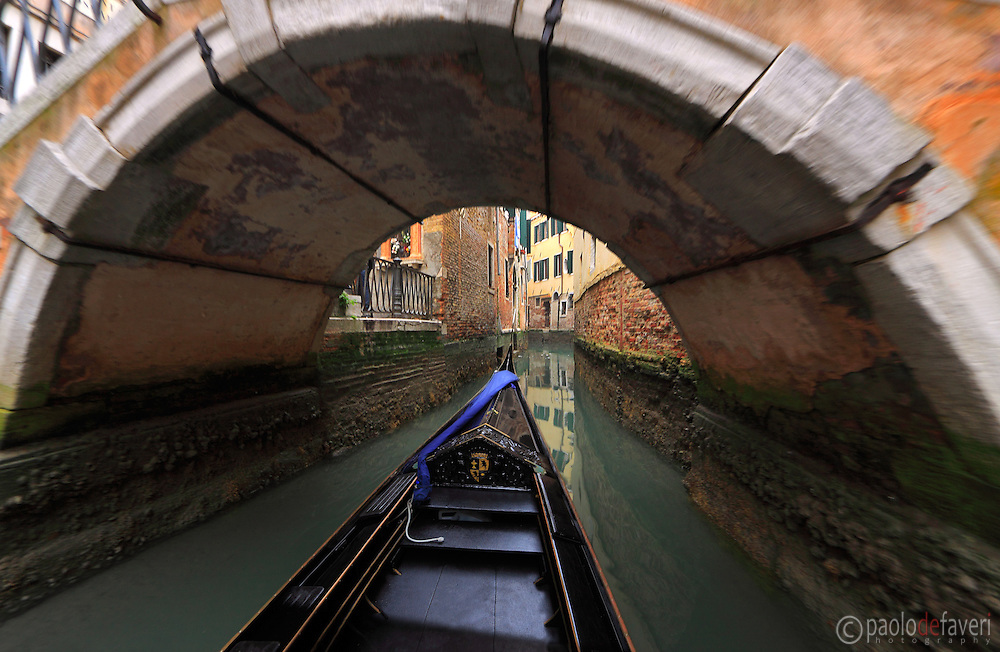 Sightseeing of Venice on a gondola.