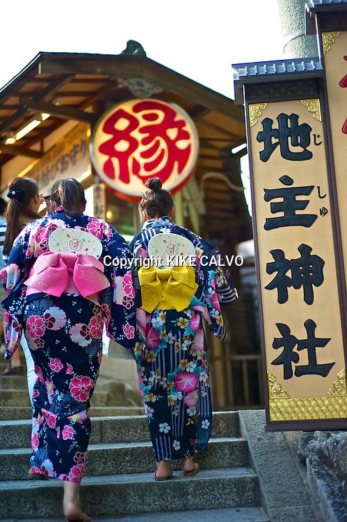 Japanese woman wearing traditional kimonos entering the ¨Love Shrine¨ at the Kiyomizu Temple.