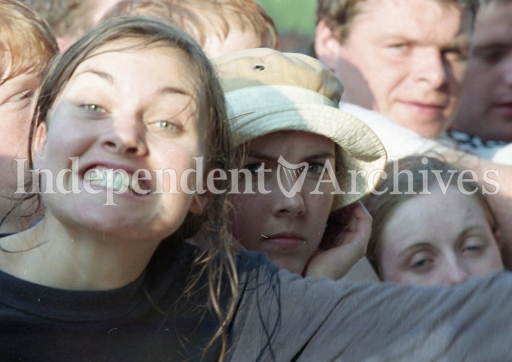 Fans at Slane during the The Verve Concert, 29/08/1998 (Part of the Independent Newspapers Ireland/NLI Collection).
