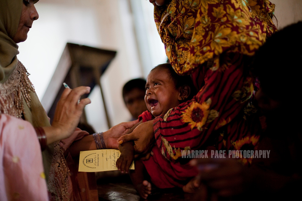 healthcare pakistan Healthcare facilities being offered in the cities of pakistan are of average standard but the rural and village areas are really deprived of even basic medical necessities.