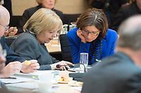 16 MAR 2017, BERLIN/GERMANY:<br /> Hannelore Karft (L), SPD, Ministerpraesidentin Nordrhein-Westfalen, und Malu Dreyer (R), SPD, Ministerpraesidentin Rheinland-Pfalz, im Gespraech, vor Beginn einer Sitzung der Ministerpraesidentenkonferenz, Bundesrat<br /> IMAGE: 20170316-01-016<br /> KEYWORDS: Ministerpr&auml;sidentenkonferenz, MPK, Gespr&auml;ch