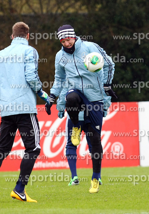20.03.2013, Kleine Kampfbahn, Frankfurt, GER, FIFA WM Qualifikation, Training Deutschland, im Bild Bastian Schweinsteiger, Freisteller // during an practice session of German Footballteam // before the FIFA World Cup Qualifier at the Kleine Kampfbahn, Frankfurt, Germany on 2013/03/20. EXPA Pictures © 2013, PhotoCredit: EXPA/ Eibner/ Bildpressehaus..***** ATTENTION - OUT OF GER *****