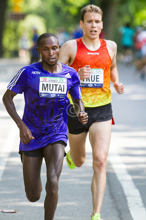 UAE Healthy Kidney 10K, Geoffrey Mutai leads Ben True with one mile to go