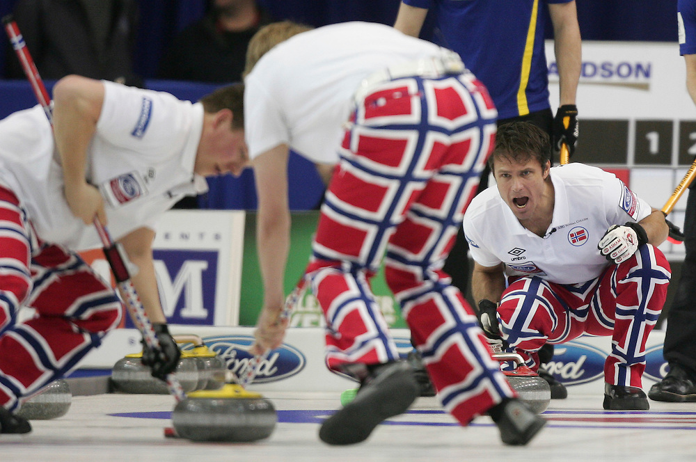 Norway's skip Thomas Ulsrud encourages his sweepers during Norway's 3-4 page playoff match against Sweden at the Ford World Men's Curling Championships in Regina, Saskatchewan, April 9, 2011.<br /> AFP PHOTO/Geoff Robins