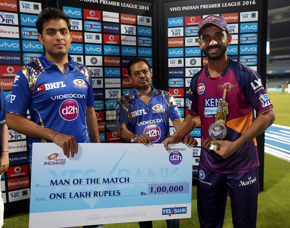 Ajinkya Rahane of Rising Pune Supergiants  receives the man of the match award during the presentation of the match 1 of the Vivo Indian Premier League ( IPL ) 2016 between the Mumbai Indians and the Rising Pune Supergiants held at the Wankhede Stadium in Mumbai on the 9th April 2016<br /> <br /> Photo by Sandeep Shetty/ IPL/ SPORTZPICS
