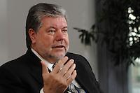 08 JAN 2007, BERLIN/GERMANY:<br /> Kurt Beck, SPD Parteivorsitzender und Ministerpraesident Rheinland-Pfalz, waehrend einem Interview, in seinem Buero, Willy-Brandt-Haus<br /> Kurt Beck, Party Leader of the Social Demicratic Party, during an interview, in his office, Willy-Brandt-Haus<br /> IMAGE: 20070108-01-019<br /> KEYWORDS: Ministerpr&auml;sident