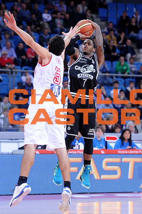 DESCRIZIONE : Pesaro Lega A 2013-14 VL Pesaro Granarolo Bologna<br /> GIOCATORE : Dwight Hardy<br /> CATEGORIA : tiro three points<br /> SQUADRA : VL Pesaro Granarolo Bologna<br /> EVENTO : Campionato Lega A 2013-2014<br /> GARA : VL Pesaro Granarolo Bologna<br /> DATA : 27/04/2014<br /> SPORT : Pallacanestro <br /> AUTORE : Agenzia Ciamillo-Castoria/C.De Massis<br /> Galleria : Lega Basket A 2013-2014  <br /> Fotonotizia : Pesaro Lega A 2013-14 VL Pesaro Granarolo Bologna<br /> Predefinita :