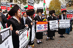 2014-11-15 Palestinians and Israelis demonstrate at Downing Street