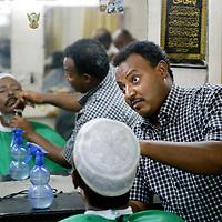 Ondurman, Sudan 19 April 2010<br /> A sudanese barber at work.<br /> Photo: Ezequiel Scagnetti