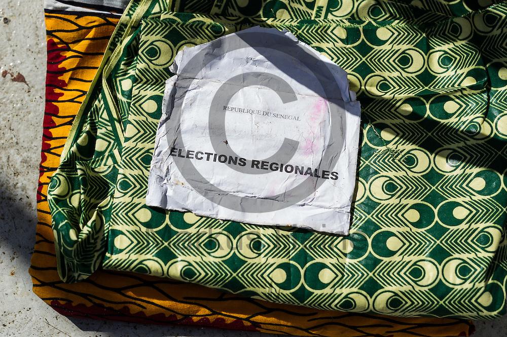 Ein Fluechtling hat am 22.09.2016 auf dem Fluechtlingsrettungsboot Sea-Watch 2 in internationalen Gewaessern vor der libyschen Kueste seine Wahlunterlagen aus dem Senegal zum trocknen ausgelegt. Foto: Markus Heine / heineimaging<br /> <br /> ------------------------------<br /> <br /> Veroeffentlichung nur mit Fotografennennung, sowie gegen Honorar und Belegexemplar.<br /> <br /> Publication only with photographers nomination and against payment and specimen copy.<br /> <br /> Bankverbindung:<br /> IBAN: DE65660908000004437497<br /> BIC CODE: GENODE61BBB<br /> Badische Beamten Bank Karlsruhe<br /> <br /> USt-IdNr: DE291853306<br /> <br /> Please note:<br /> All rights reserved! Don't publish without copyright!<br /> <br /> Stand: 09.2016<br /> <br /> ------------------------------